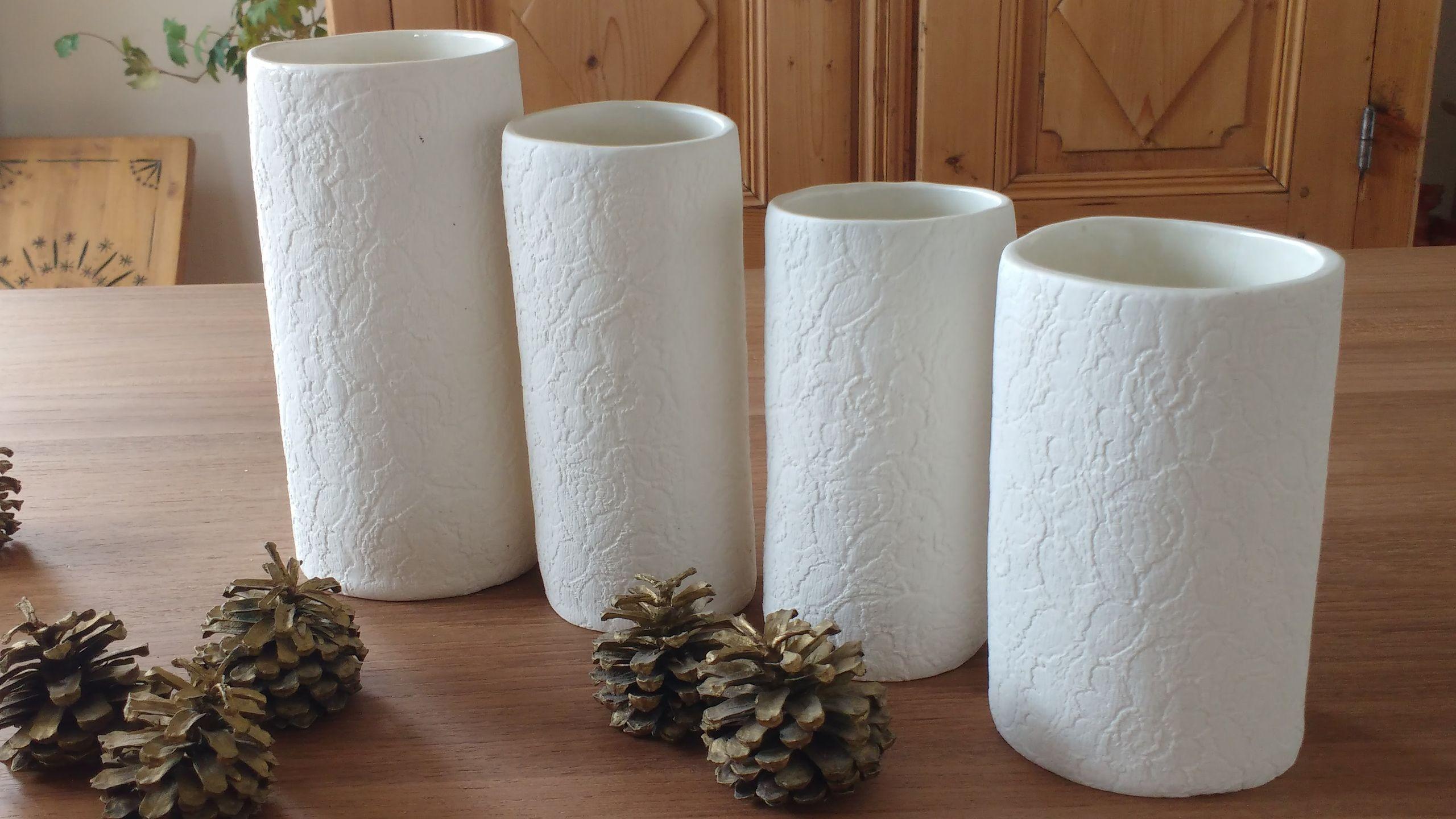 quatre vases dentelle